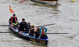 great river race london 2016 boat in action